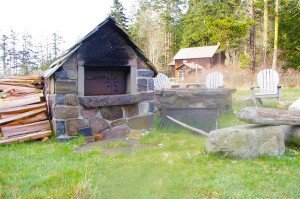stone fireplace, stone mason, brickwork, rockwork, lopez island, san juan island, orcas island, rockwork, rumford fireplace, concrete, wood fired ovens, bake ovens, stone house, dry stone walls, rock wall,  stone veneer, flagstone patio bluestone patio, fieldstone, stone retaining walls, brick patio, brickwork, lime plaster, stucco, concrete counters, stone fountains, landscape stone, stone foundation, stone arch, slate roof, stone carving, architectural stonework, natural building